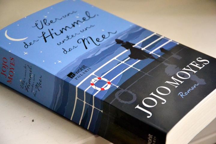 "[Rezension] Jojo Moyes: ""Über uns der Himmel, unter uns dasMeer"""