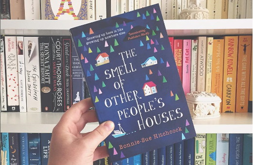 """[Kurzrezension] Bonnie-Sue Hitchcock: """"The Smell of Other People'sHouses"""""""